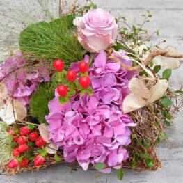 Trauergesteck mit Hortensien